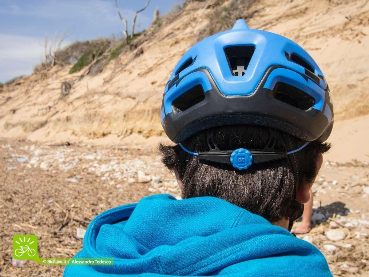 La rotellina posteriore che regola di 6 cm la chiusura posteriore.
