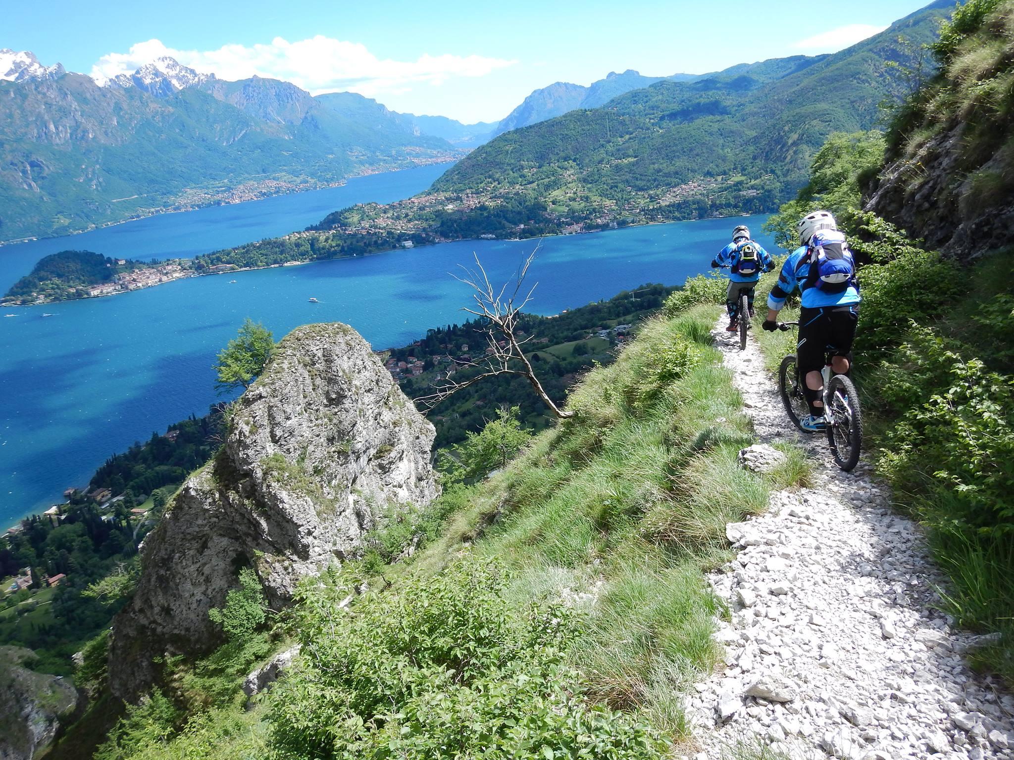 Vista sul Lago di Como durante una delle escursioni in bici del club mtb.