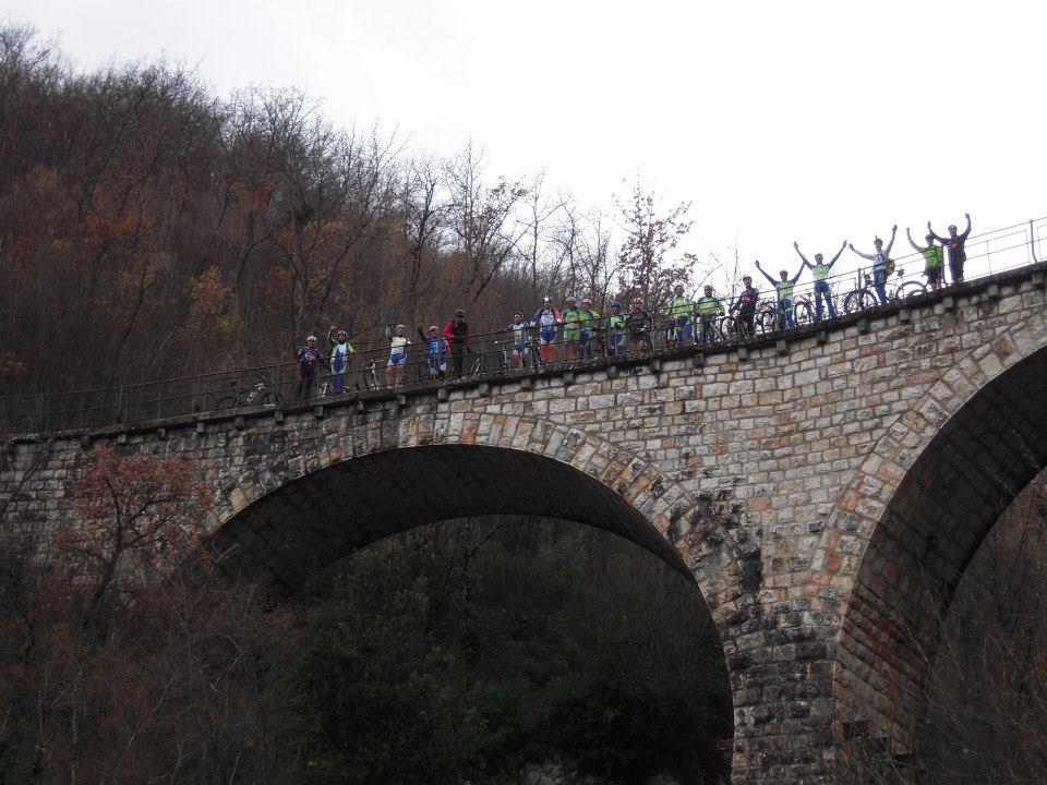 Il club mtb Spoleto si è battuto perchè la vecchia ferrovia Spoleto Norcia venisse riaperta e messa in sicurezza per gli escursionisti