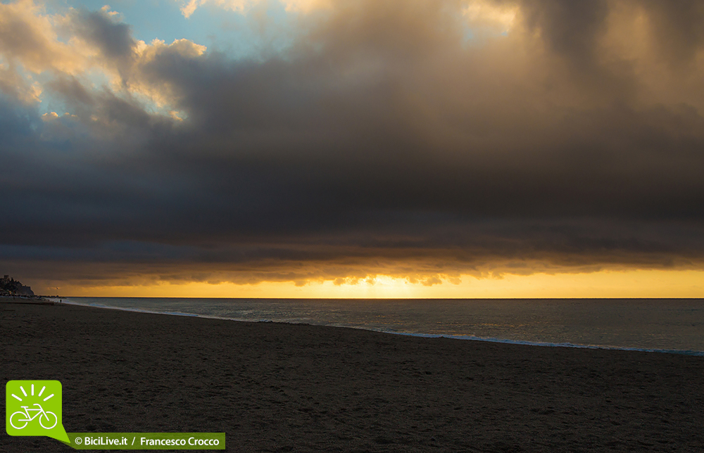 foto dell'alba a finale ligure