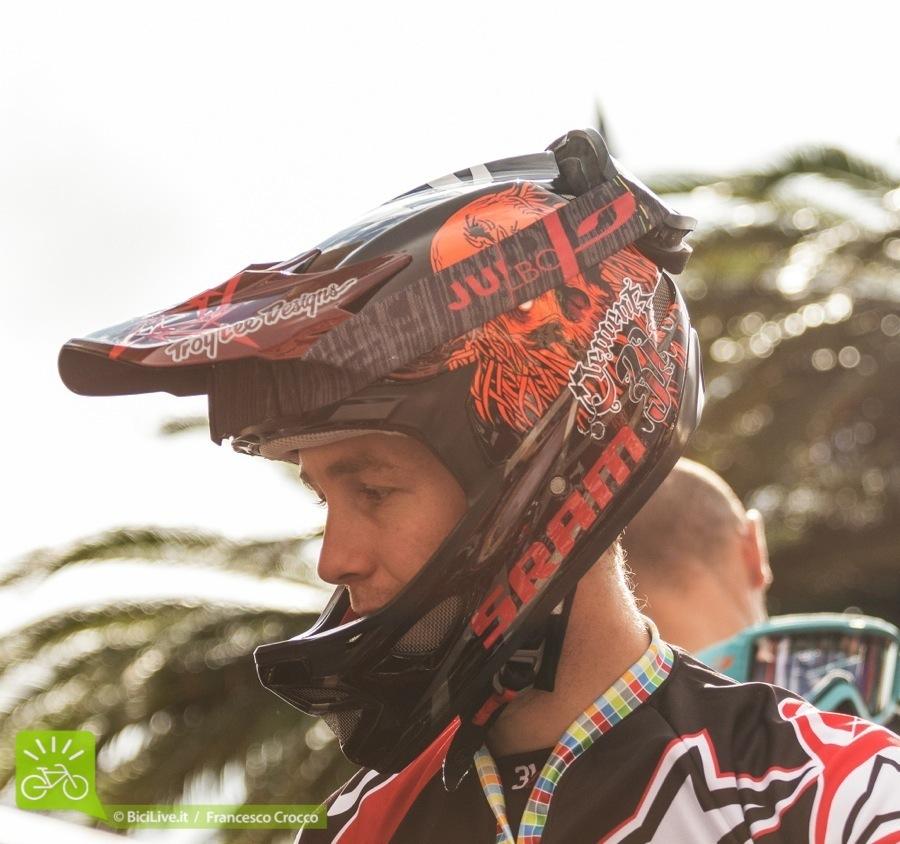 foto di jerome clementz con il casco integrale