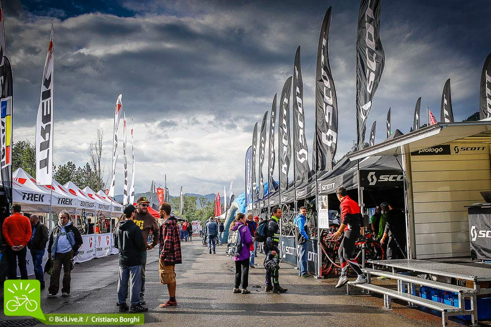 Le nuvole e il sole dopo la pioggia, al Bike Shop test a Zola Predosa