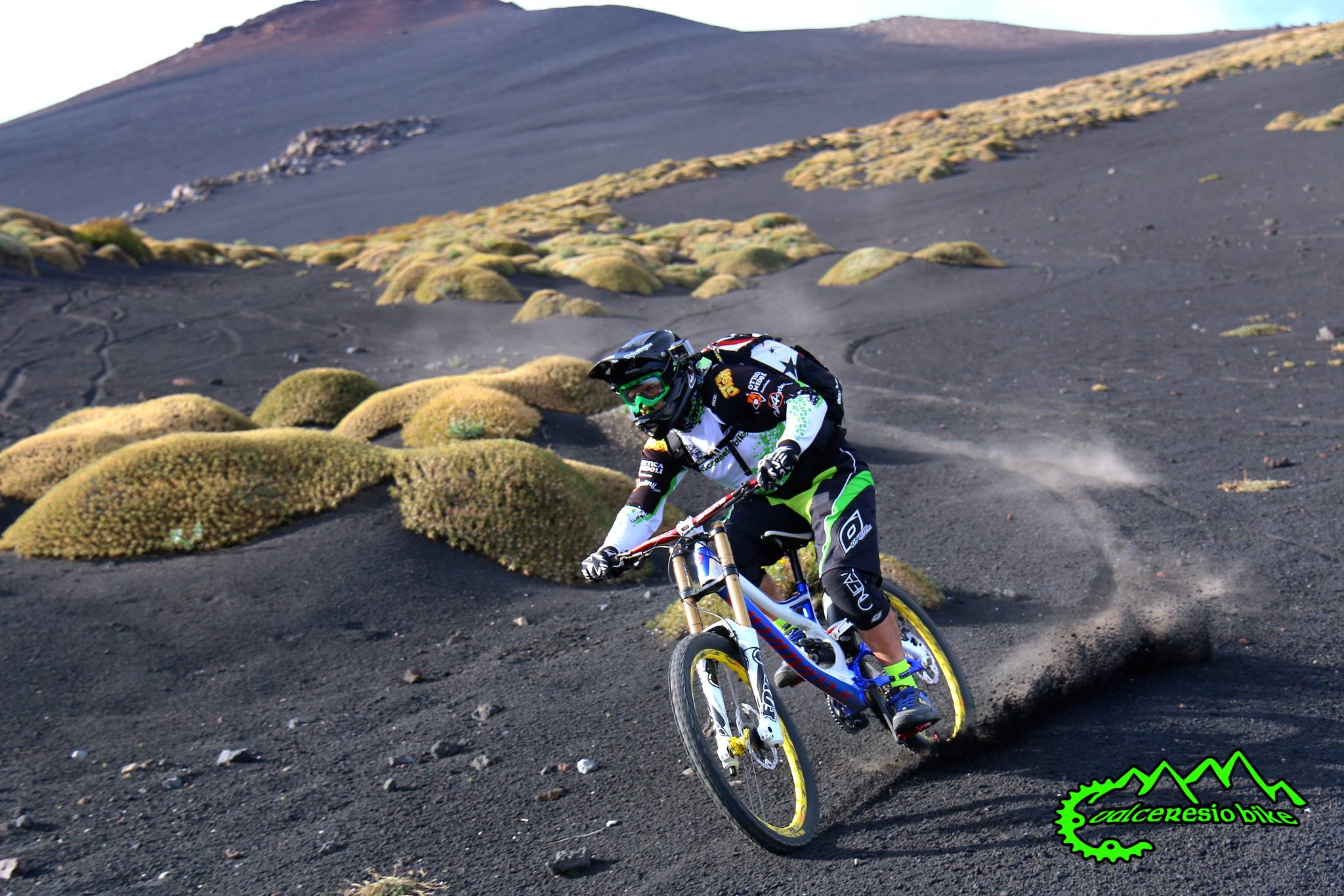 Una discesa spettacolare quella dell'Etna, che il gruppo Valceresio bike ha scelto di effettuare lo scorso ottobre.