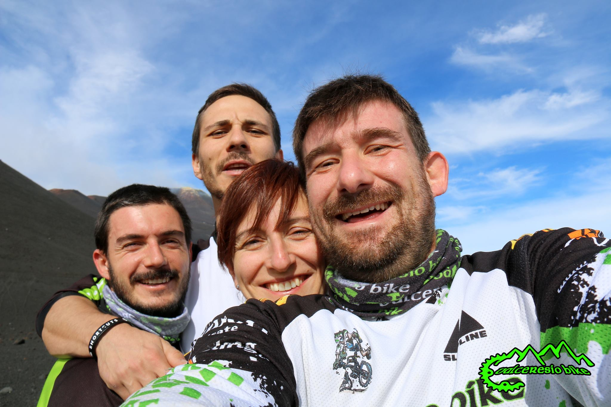 Visi sorridenti che esprimono lo spirito del club mtb Valceresio Bike.
