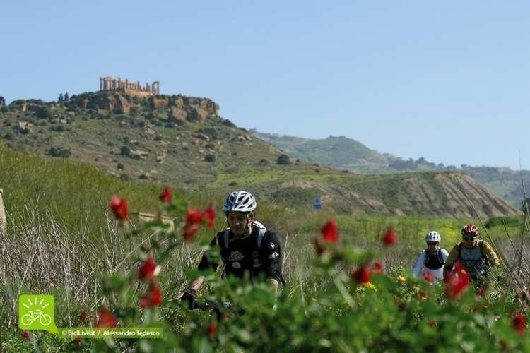 In primavera sui sentieri della Grecia antica in Sicilia in uno dei tanti C2C Tour