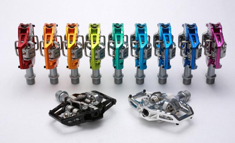 foto delle diverse colorazioni dei pedali HT T1