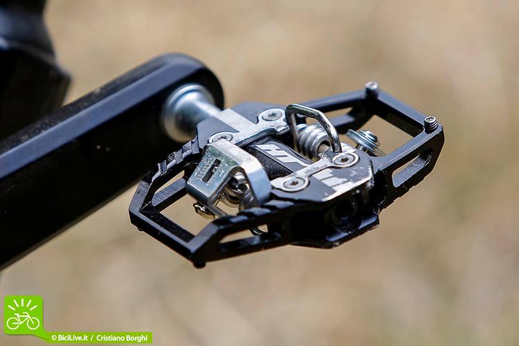 foto dei pedali a sgancio HT T1 visti di tre quarti