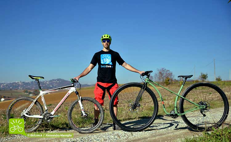 foto della Truebikes 36'' in comparativa con una bici mtb 26''