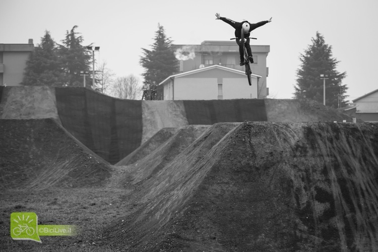 Filippo Proserpio in un Tuck No Hander
