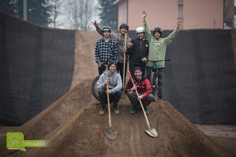 foto dei ragazzi del Monza Pizza Bike Park