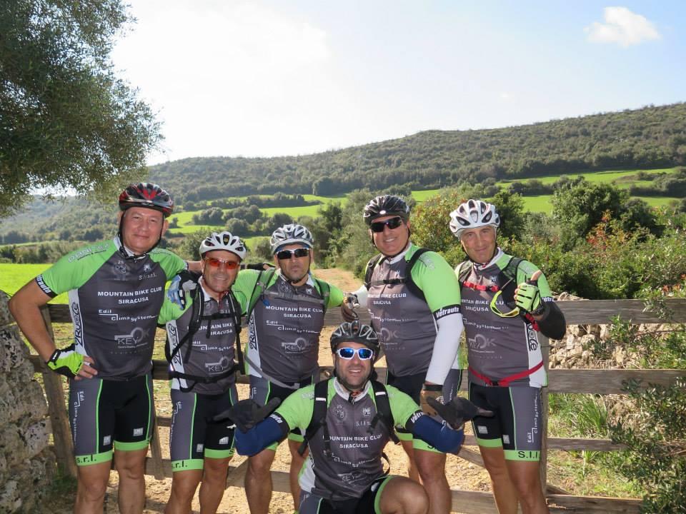 Il gruppo si diverte sempre durante le escursioni in mountain bike