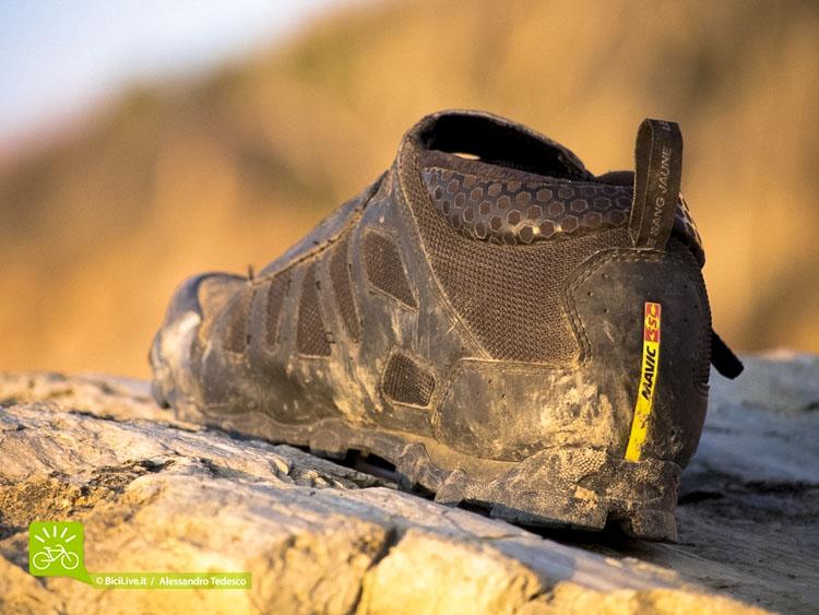 Tomaie in rete e finta pelle cucite tra loro, rinforzi sulle zone cruciali, mesh 3D, suola Contagrip: un mix ottimo di materiali e costruzione per queste scarpe da mtb enduro.
