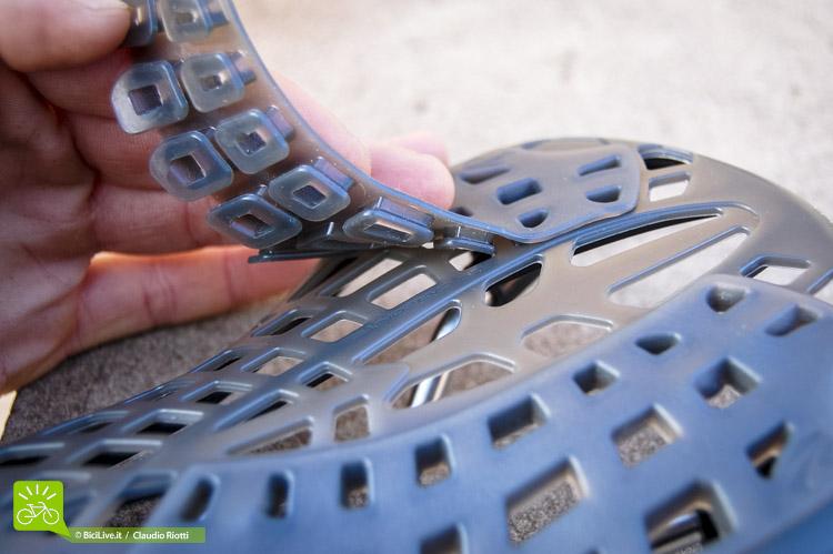 Bisogna avere l'accortezza di applicare con cura i pad in silicone.