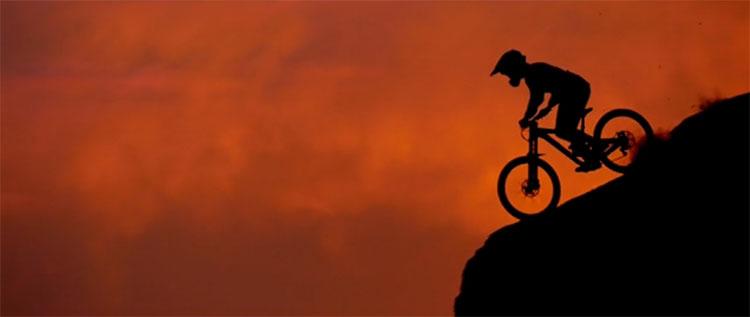 Un rider mtb della Scott lungo le rocce dello Utah