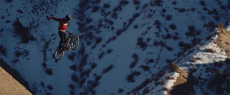 Cam McCaul vola tra le montagne dello Utah in sella alla mtb Session Park della Trek