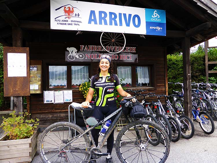 foto di una ragazza al termine del South Tyrol Trail