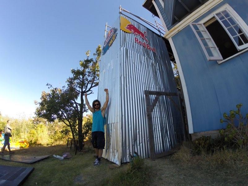 foto di Dennis Tondin alla urban downhill Valparaiso, il salto