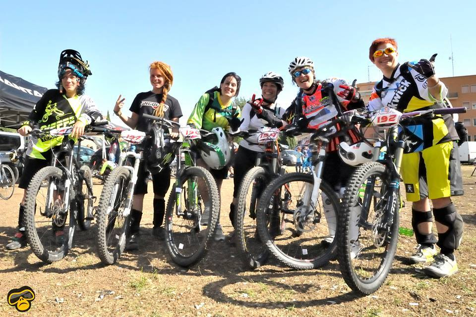 Foto con le donne dell'ASD Union  gruppo mountain bike