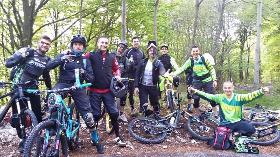 Foto di gruppo dell'ASD Union Abruzzo in mountain bike