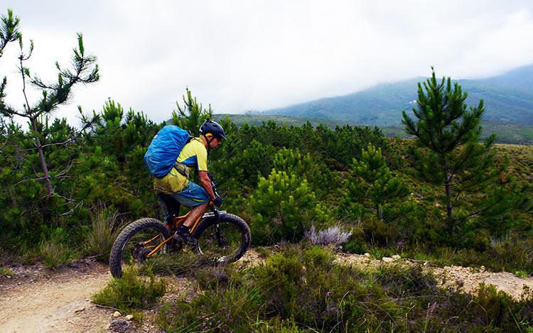 foto di maurizio in sella alla sua fat bike biammortizzata