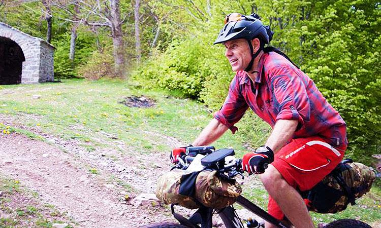 immagine di maurizio mentre pedala