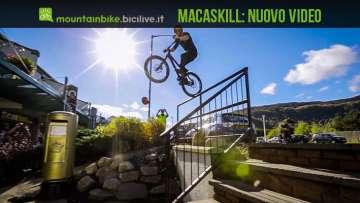 foto di danny macaskill durante un trick ad aviemore in scozia