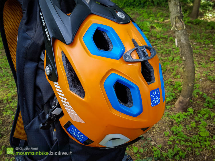 foto dello zaino Scott trail protect fr 12 con caschetto