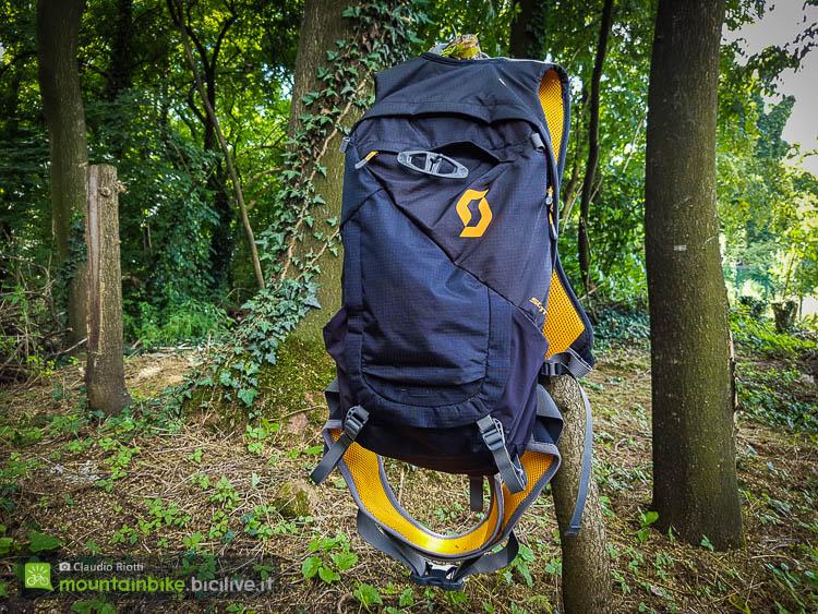 foto dello zaino scott trail protect fr 12 vista frontale