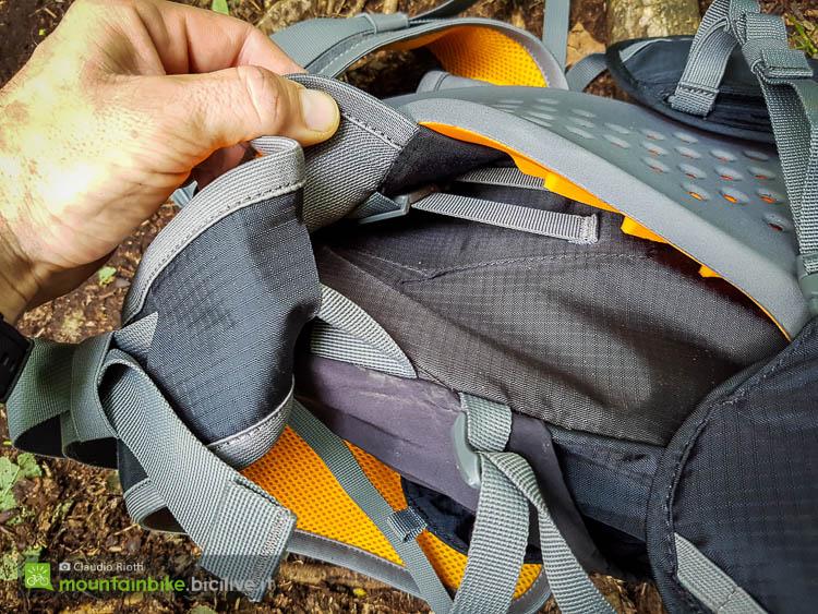 foto della La fascia lombare è regolabile in altezza dello scott trail protect fr 12