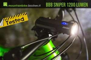 il faretto BBB Sniper a 1200 lumen montato sul manubrio di una mtb