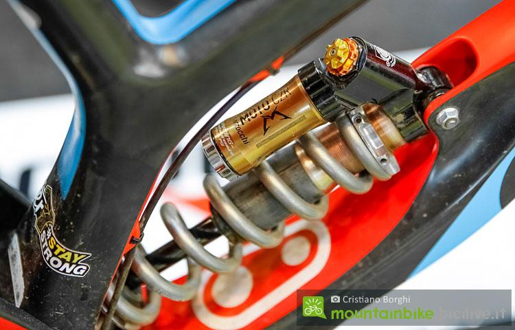 foto dell'ammortizzatore marzocchi moto nel dettaglio
