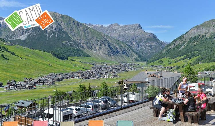 Livigno visto dalla terrazza dell'Alpen Village Hotel, dove si terrà il corso di mtb e emtb di BiciLive