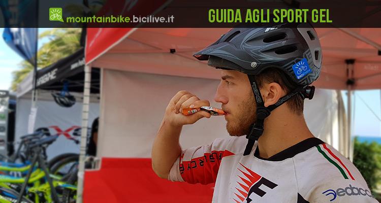 un ciclista sceglie e prende uno sport gel