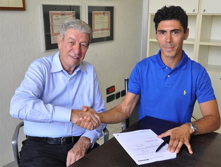 marco aurelio fontana firma il passaggio a Bianchi con Gimondi