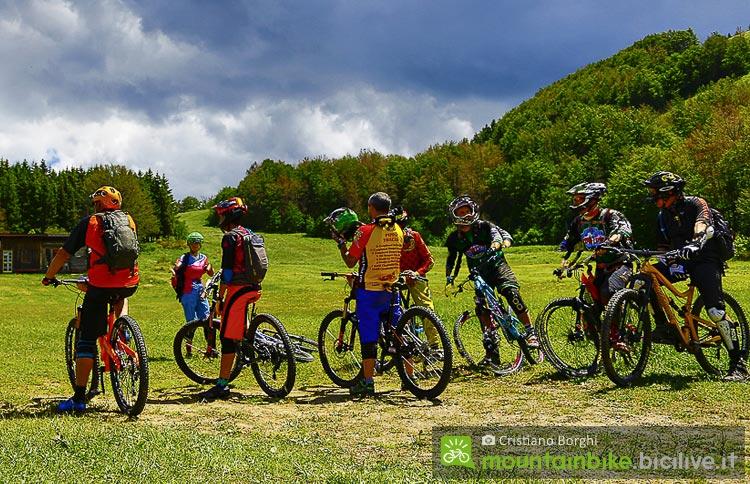 biker aspettano l'inizio del Cimone Bike Festival di Montecreto