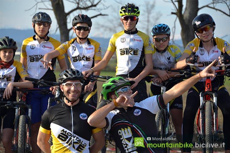 gruppo di giovani ciclisti di Montaldbike