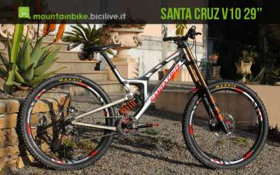 """foto della Santa Cruz v10 con ruote da 29"""" mtb downhill"""