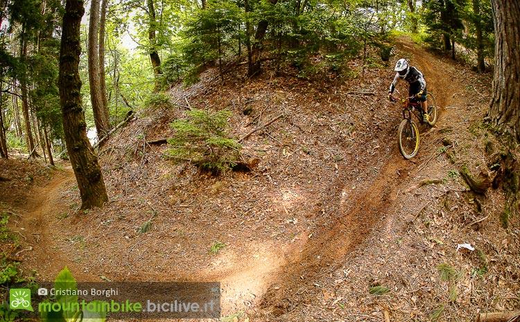 biker su un tracciato a montecreto