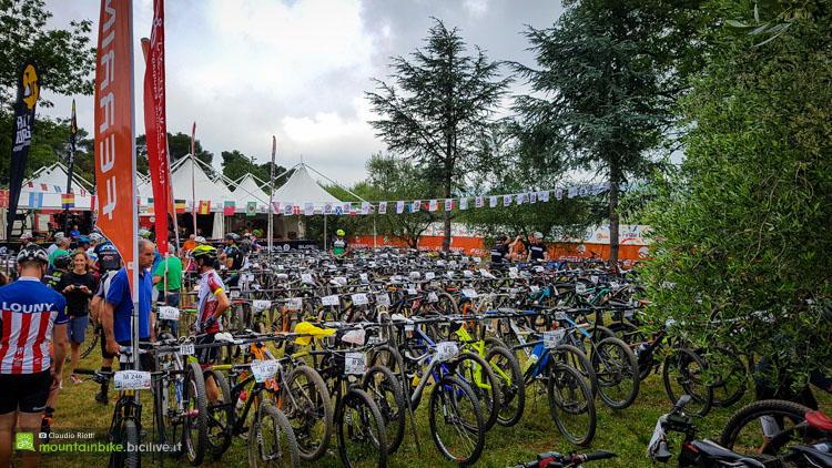 foto del parco bici della 24h di finale ligure