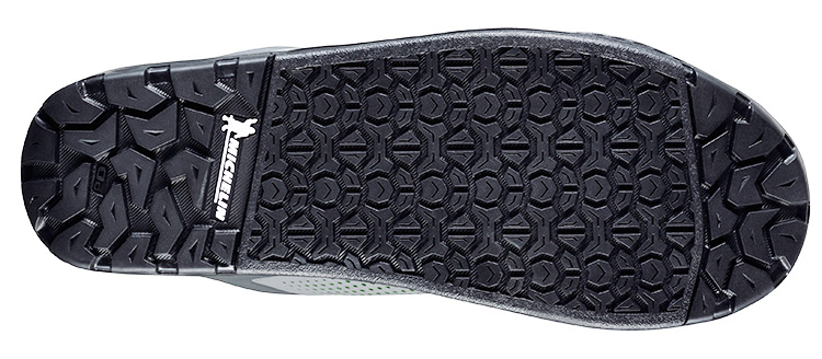 foto della suola della scarpa mtb Shimano gr700