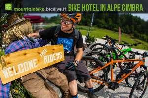 ciclista va in hotel in trentino