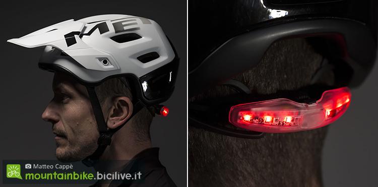 foto del casco met roam di profilo con luce a led applicata