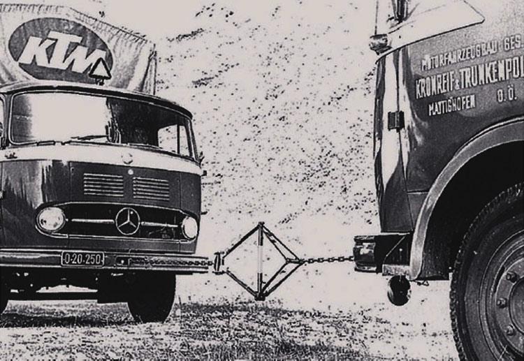 foto d'epoca di un test di una bici ktm
