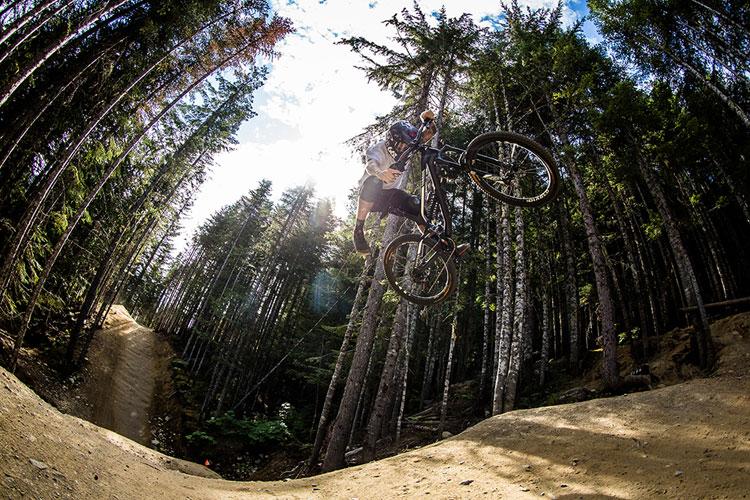 Canyon Torque CF 9.0 PRO in azione al Whistler Bike Park