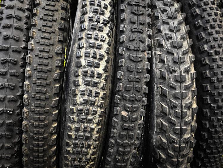 foto di un insieme di pneumatici mtb