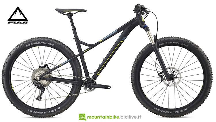 "Una mountain bike Bighorn 27.5"" + 1.3 2018 di Fuji"