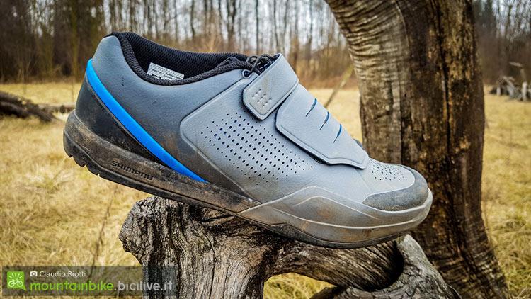 foto della scarpa mtb shimano am9 di profilo