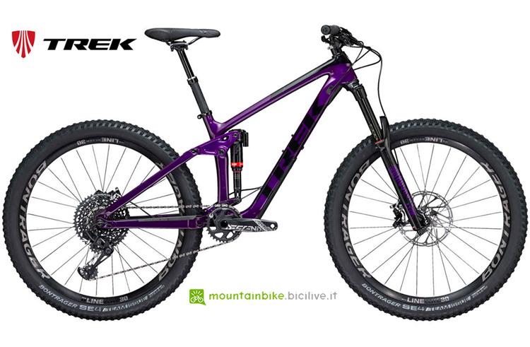 Trek Remedy 9.8 27.5 WSD nella sua colorazione viola e nera.