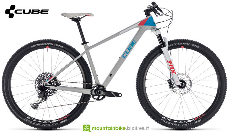 Una mountain bike da donna Cube Access WS C:62 SL