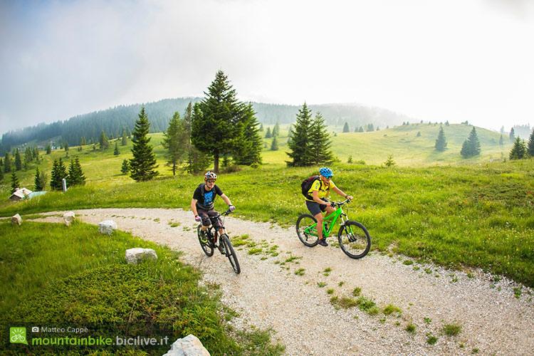 foto di due biker in alpe cimbra